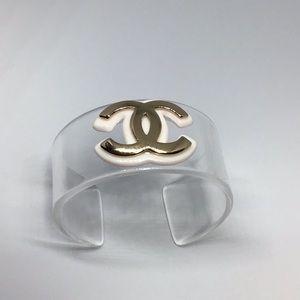 Jewelry - Clear Lucite Fashion Statement cuff.